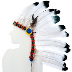 Häuptlingshaube Das lederne Stirnband hat einen Gummizug mit Klettverschluss. Federn: 21 Putenposen  Chief's Headdress The 21 turkey feathers are inserted into the red tubes. The headband (pigskin leather) can be adjusted with a piece of elastic and a Velcro fastener.