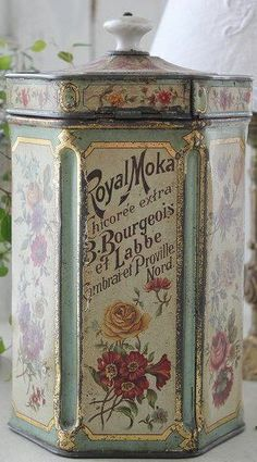 .Love this old tin!