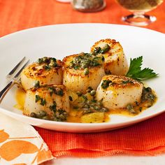 Lemon-Caper Scallops - Rachael Ray Magazine May 2012 - Double/Triple sauce and serve over noodles? Fish Recipes, Seafood Recipes, Great Recipes, Dinner Recipes, Cooking Recipes, Favorite Recipes, Healthy Recipes, Capers Recipes, Fish Dishes