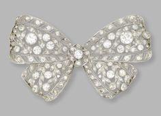 Broche en platine et diamants datant de 1910 environ. Signée Dreicer & Co, elle fut vendue chez Sotheby's