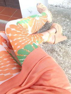 Sixties print leggings - combo verde, bianco e arancio Printed Leggings Outfit, Boards, Prints, Outfits, Fashion, Planks, Moda, Suits, Fashion Styles