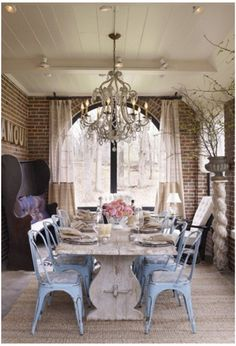 Rustic dining table - organic atmosphere - and the CHANDELIER!!!