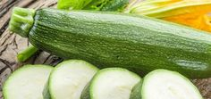 Sezóna cuket je tady: Zavařujte, pečte, zamrazujte. Poradíme, jak cukety uchovat i na zimu | BydlímeKvalitně.cz Cucumber, Zucchini, Vegetables, Food, Essen, Vegetable Recipes, Meals, Yemek, Veggies