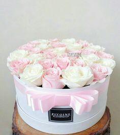 Flowers in a box – Flowers Flowers Hat Box Flowers, Diy Flower Boxes, Flower Box Gift, Box Roses, Pink Roses, Beautiful Flower Arrangements, Floral Arrangements, Beautiful Roses, Beautiful Flowers