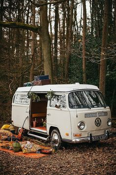 Warm and Cosy Earthy Woodstock Wedding InspirationYou can find Vw camper vans and more on our website.Warm and Cosy Earthy Woodstock Wedding Inspiration Bus Life, Camper Life, Truck Camper, Vw Vintage, Woodstock, Mini Camper, Iveco Daily Camper, Wolkswagen Van, Outdoor Camping