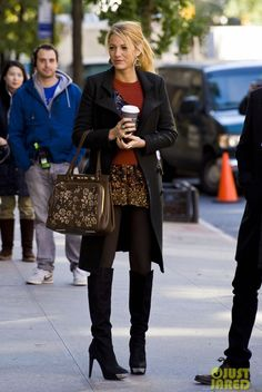blake lively gossip girl fashion | Blake Lively on the set of Gossip Girl in a red sweater and sequined ...