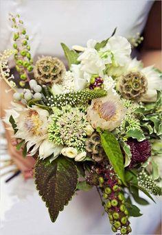bouquet de mariée champêtre de plantes et fleurs originales