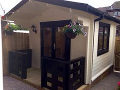 Small home salon log cabin