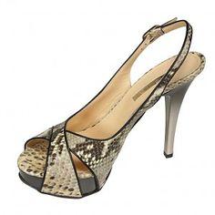 Snake print! Me encantan estas sandalias de Cerutti!