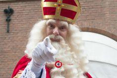 Wie kent hem niet? - Vandaag lekker de stad in en de officiële intocht van Sinterklaas meegemaakt. Altijd scherp heb ik de Sint op zijn best geschoten:) Klik op de onderstaande links om een goed beeld te krijgen van wat ik onder de diverse disciplines versta en hou in gedachten dat alles wat we doen, we in overleg ... - actie, evenement, foto, fotografie, sinterklaas -  http://see.captusimago.com/wie-kent-hem-niet/