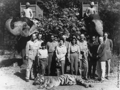 Queen Elizabeth with Tiger shot by Prince Philip During the Royal Tour of India- 26 Jan 1961, Jaipur India
