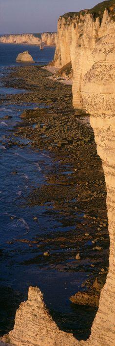 .Falaise d'Amont, Aiguille de Belval, Etretat, Côte d'Albâtre, France Places To Travel, Places To See, Beautiful World, Beautiful Places, Photos Panoramiques, Falaise Etretat, Visit France, Photos Voyages, All Nature