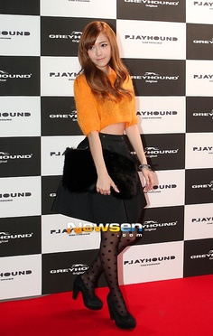 love her outfit Snsd Fashion, Asian Fashion, Girl Fashion, Womens Fashion, Fashion Design, Jessica & Krystal, Krystal Jung, Asian Woman, Asian Girl
