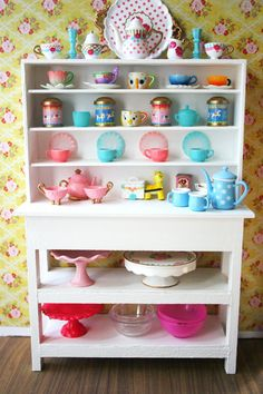 Oh how I love cake stands and teapots!!!! <3