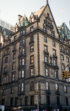 The legendary Dakota, NYC. Couldn't I live there?