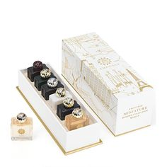 The six best selling modern fragrances from Amouage are available in this unique Miniature collection set for women. Amouage Modern Woman Miniatures 6 x are decorated with crystal glass and are. Perfume Packaging, Luxury Packaging, Beauty Packaging, Perfume Versace, Perfume Calvin Klein, Cosmetic Design, Perfume Collection, Grafik Design, Bottle Design
