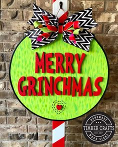 Home Decor Grinch Christmas Decorations, Grinch Christmas Party, Christmas Mesh Wreaths, Christmas Porch, Christmas Makes, Christmas Signs, Christmas Themes, Holiday Crafts, Xmas