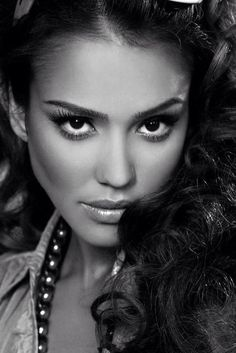 Portrait Photography Black and White Most Beautiful Faces, Beautiful Eyes, Beautiful People, Photo Portrait, Portrait Photography, Black And White Portraits, Black And White Photography, Girl Face, Woman Face