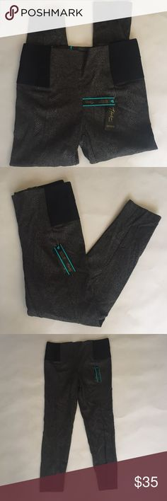 "Skinny leg pants Thalia Sodi brand ultra comfortable elastic waistband pants skinny leg Brand: Thalia sodi via Macy's  Measurements: total length.37"" Inseam 27"" 🚫modeling  🚫trades (askers will be ignored) or lowballing  ✅ will consider offers made through BLUE offer button.  LB ✅ great bundle Macy's Pants Skinny"