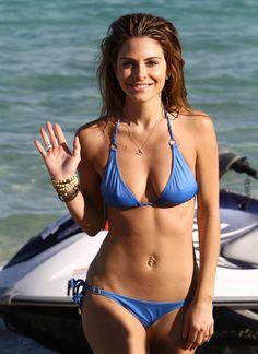 Bikini babe cranking