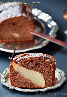 Finalmente riesco a postare la ricetta del plumcake con cacao e pere. Oserei definirlo un plumcake dolce, veloce e semplice da fare! beh sapete che sono se