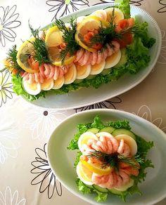 Påsk-smörgåstårta med ägg, lax och räkor till maken som fyller år idag!