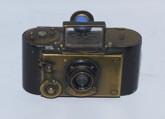 E. Guérin & Cie. Furet Camera ver.1 - 1923 Small, early 35mm camera for 25 exposures 24 x 36mm using special cassettes.