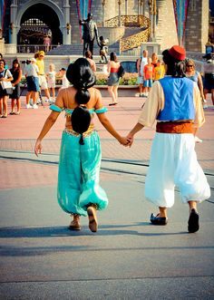 Aladdin and Jasmine - Disney face characters are too cute Disney Dream, Disney Love, Disney Magic, Disney Fairies, Disney Parks, Walt Disney World, Disney Pixar, Disneyland World, Disneyland Paris