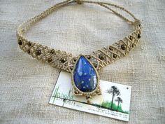 Algunas piezas con piedras de Sudamérica. Collar con lágrima de lapislázuli