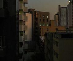 black aesthetic grunge dark shadows night korean kawaii cute g e o r g i a n a : a e s t h e t i c s Night Aesthetic, Korean Aesthetic, City Aesthetic, Aesthetic Grunge, Aesthetic Dark, Marla Singer, Building Aesthetic, Dark Paradise, Pretty Pictures