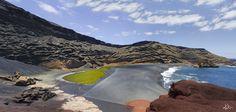 10 paisajes insólitos que parecen de otro mundo (FOTOS)  KATJA RUPP Al suroeste de la canaria isla de Lanzarote se encuentra el charco de los Clicos, también llamado el Lago Verde debido al color de sus aguas, fruto de su entorno volcánico. El azul del agua del mar, la playa negra y el lago verde forman un conjunto paisajístico de grandes contrastes, un paisaje que forma parte de España aunque bien podría parecer de otro planeta.