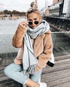 Trendy Winter Outfits To Wear When It's Cold Outside If ; trendy winter outfits zum tragen, wenn es draußen kalt ist Trendy Winter Outfits To Wear When It's Cold Outside If ; Cozy Winter Outfits, Winter Fashion Outfits, Look Fashion, Autumn Fashion, Winter Scarf Outfit, Winter Wear, Womens Fashion, New York Winter Outfit, Young Fashion