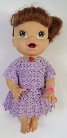 Feita em crochê lilás para Boneca Baby Alive. Boneca Baby Alive hora de comer c/ 35 cm. Crochet Doll Dress, Crochet Doll Clothes, Baby Alive Dolls, Baby Dolls, Kate Baby, Doll Accessories, Crochet Baby, Barbie, Samara
