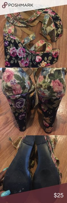 🌸 Floral wedge heels 🌸 Worn once! Black with flowers 🌺 Shoes Wedges