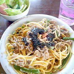 明太子とマヨネーズがよく合います(*´▽`*)海苔もかけて風味を変えました(*^^*)サラダは野菜をごま油、塩、ブラックペッパーでもみこんだだけの簡単メニューですがおいしかったです(´▽`)! - 33件のもぐもぐ - めんたいじゃこマヨのクリームパスタ(*^^*) by emozeppetha10