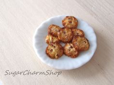 SugarCharmShop Craft; Polymer clay, jewelry and 1:12 scale miniatures: Tutorial: 1:12 scale chocolate chip cookies