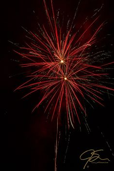 Getting More out of Your Fireworks Photos http://www.craftsy.com/blog/2015/06/firework-photography/ The Rockets Red Glare.