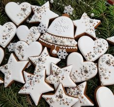 Here are the best Christmas Cookies decorations ideas for your inspiration. These Christmas Sugar Cookies decorated with royal icing are cutest desserts. Christmas Wreath Cookies, Snowflake Cookies, Iced Cookies, Holiday Cookies, Summer Cookies, Baby Cookies, Flower Cookies, Heart Cookies, Valentine Cookies