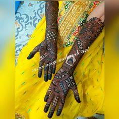 Kashee's Mehndi Designs, Mehndi Design Pictures, Kashees Mehndi, Bridal Mehndi, Suit Fashion, New Fashion, Bed Furniture, Furniture Design, Woman Suit