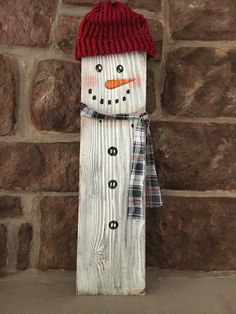 Rustic reclaimed wood fence picket snowman wall by EZpickets Christmas Wood Crafts, Christmas Signs, Christmas Art, Christmas Projects, Holiday Crafts, Christmas Decorations, Holiday Decor, Fence Board Crafts, Picket Fence Crafts