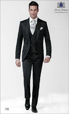 Traje de novio gris de Raso Satén Extra coordinado con pantalón y chaleco cruzado.