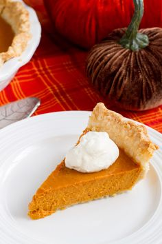 With vodka in the crust and bourbon in the filling, this Boozy Bourbon Pumpkin Pie is going to make your Thanksgiving dinner very merry indeed. #pumpkin #pumpkinrecipes #pumpkinrecipes #pumpkinpierecipes #desserts #dessertrecipes Party Desserts, Fall Desserts, Delicious Desserts, Dessert Recipes, Pumpkin Pie Recipes, Tart Recipes, Easy Thanksgiving Recipes, Love Food, Sweet Tooth