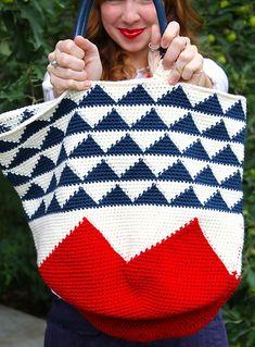 Ravelry: The Garden Tote Bag pattern by Sara Dudek Crochet Handbags, Crochet Purses, Crochet Bags, Crochet Chart, Knit Crochet, Crochet Designs, Crochet Patterns, Wiggly Crochet, Fabric Yarn