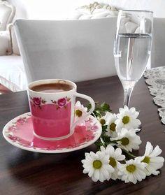 "31 aprecieri, 1 comentarii - Fincan Aşkı 💖 (@1fincanask) pe Instagram: ""Afiyet olsun 👏🏼 @zeyno_ozturk__ ❤️ #1fincanask #kahvefincani #kahvederyasi #kahvesunumları…"" Tea Cups, Mugs, Tableware, Dinnerware, Tumblers, Tablewares, Mug, Dishes, Place Settings"