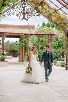Check out this gorgeous wedding photo of our Pavilion and Spanish Gardens at Hotel Albuquerque at Old Town | Photography by Lisa Merino