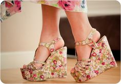 Gorgeous Shoes for a Fab Garden Party … Shoes for garden party events can be a tricky area to navigate around. Floral Wedges, Floral Sandals, Floral Heels, Wedge Sandals, Crazy Shoes, New Shoes, Me Too Shoes, High Heels Images, Shoe Image