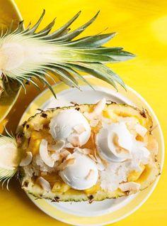 Ananas farci à la crème glacée  et granité à la lime