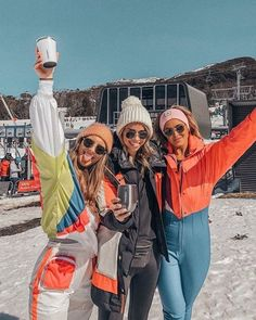 Fun on the slopes. Chalet Girl, Best Ski Resorts, Ski Girl, Snowboarding Outfit, Ski Season, Snow Skiing, Winter Pictures, Friend Pictures, Surf