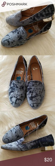 LIGHT BLUE VELVET MIRROR HEAL 🎁🎀 On trend baby blue with hint of navy with mirror heals. The heals 1 inch. These are so gorgeous  ! Never worn brand new. You can wear the now spring, summer, winter. Jeans, slacks ,dress. You will find these will be your go to shoe. They are so chic. These are new but have a small scuff on the bottom of the shoe.  See in pictures of shoes upside down. Nothing anyone would ever see. I just noticed when I took the picture. N REPORT Shoes Flats & Loafers