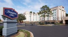 Hampton Inn Houston Near the Galleria Houston This Houston hotel is a 5-minute drive to the famed Galleria shopping mall and business district. The hotel features in-room microwaves and refrigerators, an outdoor pool, and free WiFi.
